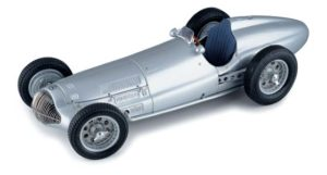 Mercedes-Benz W154 promotional image. 1?18 scale model car.